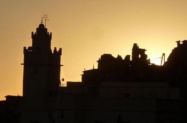 Coucher de soleil et ombre sur la mosquée de Oumesnate