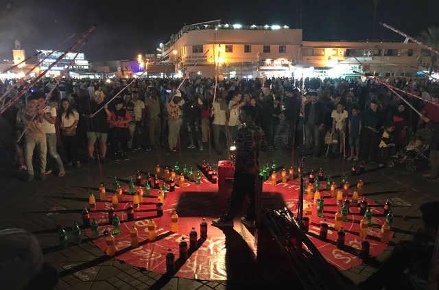 Excursion à Marrakech, place Jamaa El Fna le soir